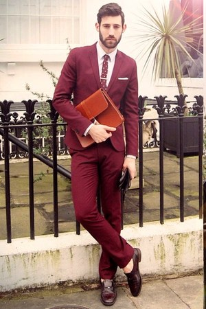 Men S Maroon Suits Tawny Bags Crimson Gloves Quot Maroon 5
