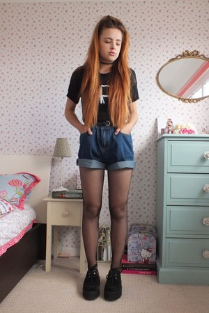 navy denim tomtop shorts black fishnet pamela mann tights