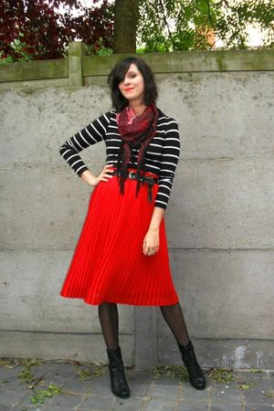Red Skirts Black Tops Black Boots Red Scarves Brown