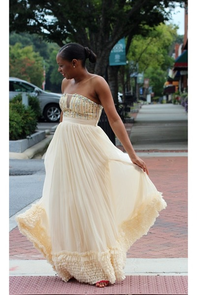 AWED BY MONICA: DRESSED FOR A SPECIAL EVENT