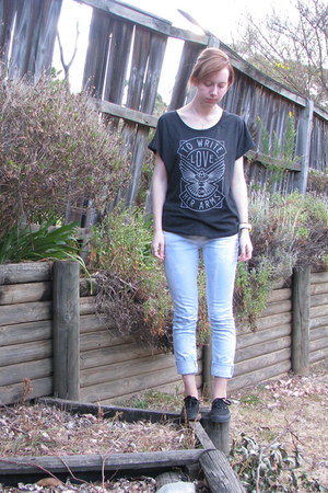 Black twloha ts shirts light blue jeans black vans Black shirt blue jeans