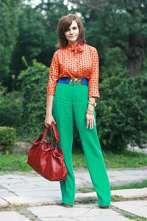 green shirt red pants - Pi Pants
