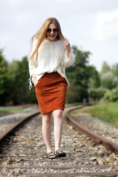 Redhead meet Train.