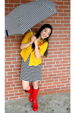 red rain boots target boots mustard forever 21 jackets red h m necklaces rainy days by. Black Bedroom Furniture Sets. Home Design Ideas