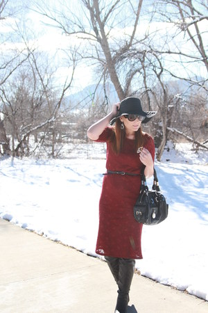 Brick and lace pregnant dresses