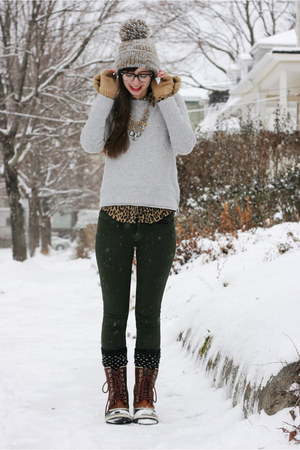 Brown Sorel Boots, Heather Gray Anthropologie Hats ...