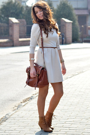 What Goes With Chocolate Brown Skirts