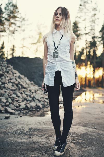 ///the crisp white shirt