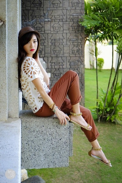 Hanging with Exclusives
