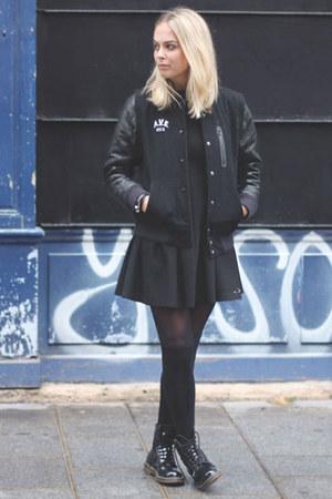 black shiny dr martens boots black zara dresses black