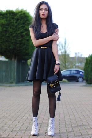 black boohoo dresses white primark boots black baia bags