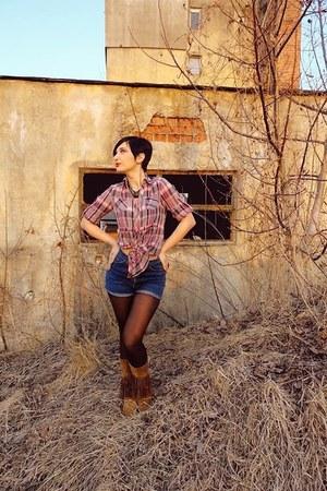 cowboy boots gum plaid shirts brown