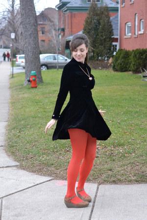 Red Tights Black Vintage Dresses Brown Fly London Wedges