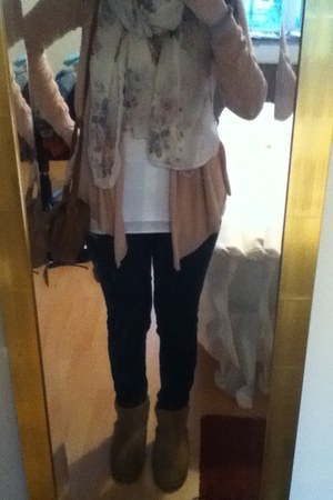 Floral Cream Penneys Scarves Short Chestnut Ugg Australia