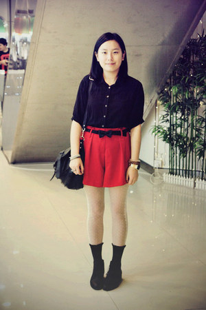 Black Bata Boots, Black Chapel Shirts, White Tights, Red Shorts ...