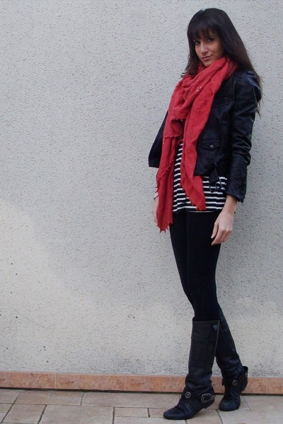 Zara Black Leggings Zara Black Jacket Zara Black T-shirt Zara Red Scarf Jonak Black Boots