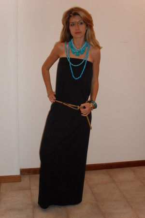 Black diy dresses blue necklaces blue bracelets gold for Jewelry accessories for black dress