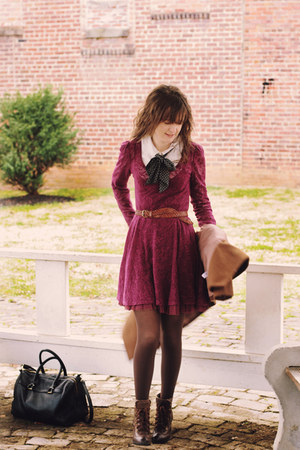 What Color Shoes Go With A Maroon Dress