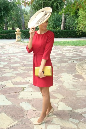 BohoChic Hats, Massimo Dutti Dresses, Teria Yabar Bags ...