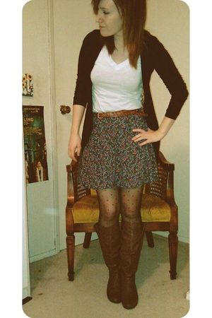 brown boots black forever 21 tights forever 21 skirts