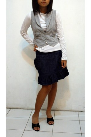 gray tops black shoes white shirts navy skirts quot 27 2