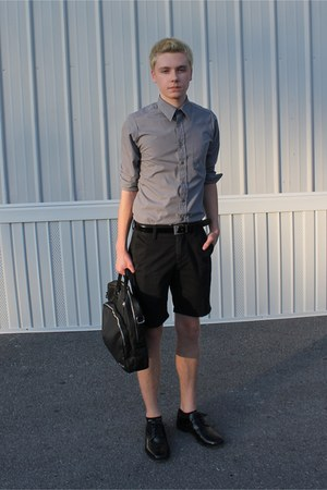 Men S Black Khaki Gap Shorts Black Nunn Bush Shoes