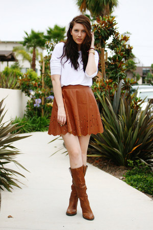 how to wear a brown skirt