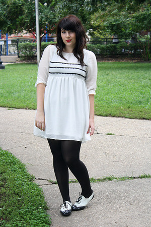 Exactly would white tights black shoes right!