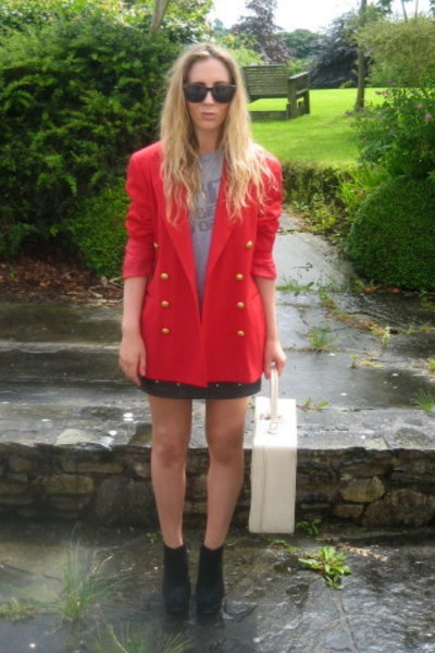 Red and Gold - vintage from Ebay blazer - Urban Outfitters t-shirt - Topshop boots - Topshop sk - lilyob1989's blog  - Chictopia