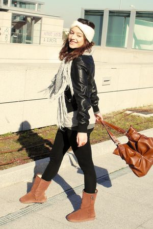 Brown Uggs Boots Black Zara Leggings Black Zara Jackets