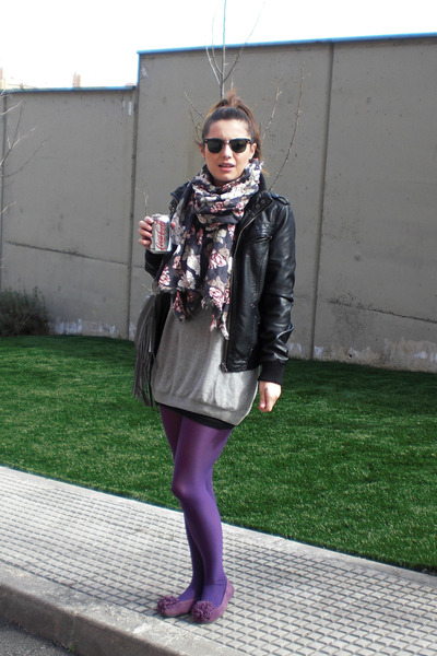 Calzedonia Purple Tights Blanco Flats Purple Blanco Purse Gray H&m Gray Cardigan Blanco Leather Black Jacket H&m Scarf