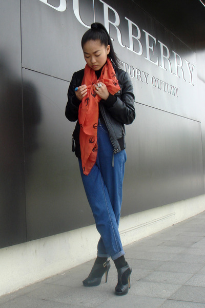 http://assets0.chictopia.com/photos/meijia/2103418991/3459275821/zara-jacket-scarf-jeans-shoes_400.jpg?896267