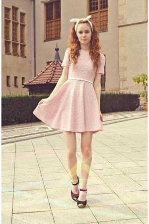 Light Pink Orsay Dresses, White Stradivarius Accessories, Black ...
