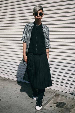 Men S Black Pleated Skirt Yesstyle Skirts Black Sneakers