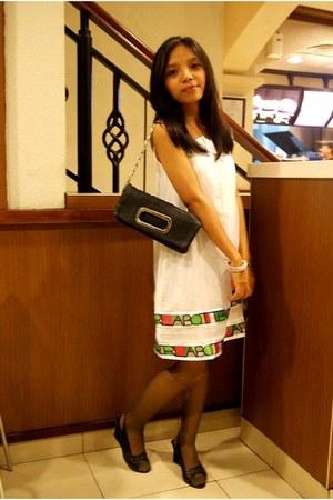 White Gaudi Dresses Black Purses Eggshell From Kupang