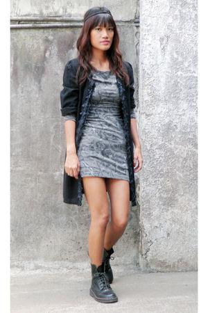 Black archive clothing tops gray fornari dresses doc - Comment porter des doc martens femme ...