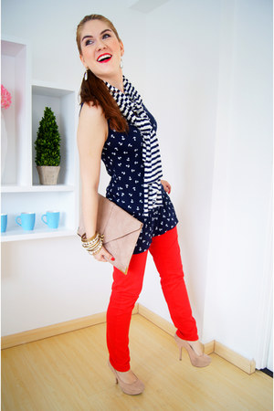 f0b91284e Red Aimous Jeans, Navy Striped Zara Scarves, Eggshell Envelope Clutch Asos  Bags |