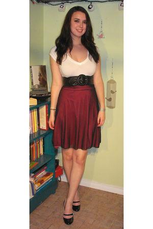 Pink Skirts White Ts Shirts Black Belts Black Shoes